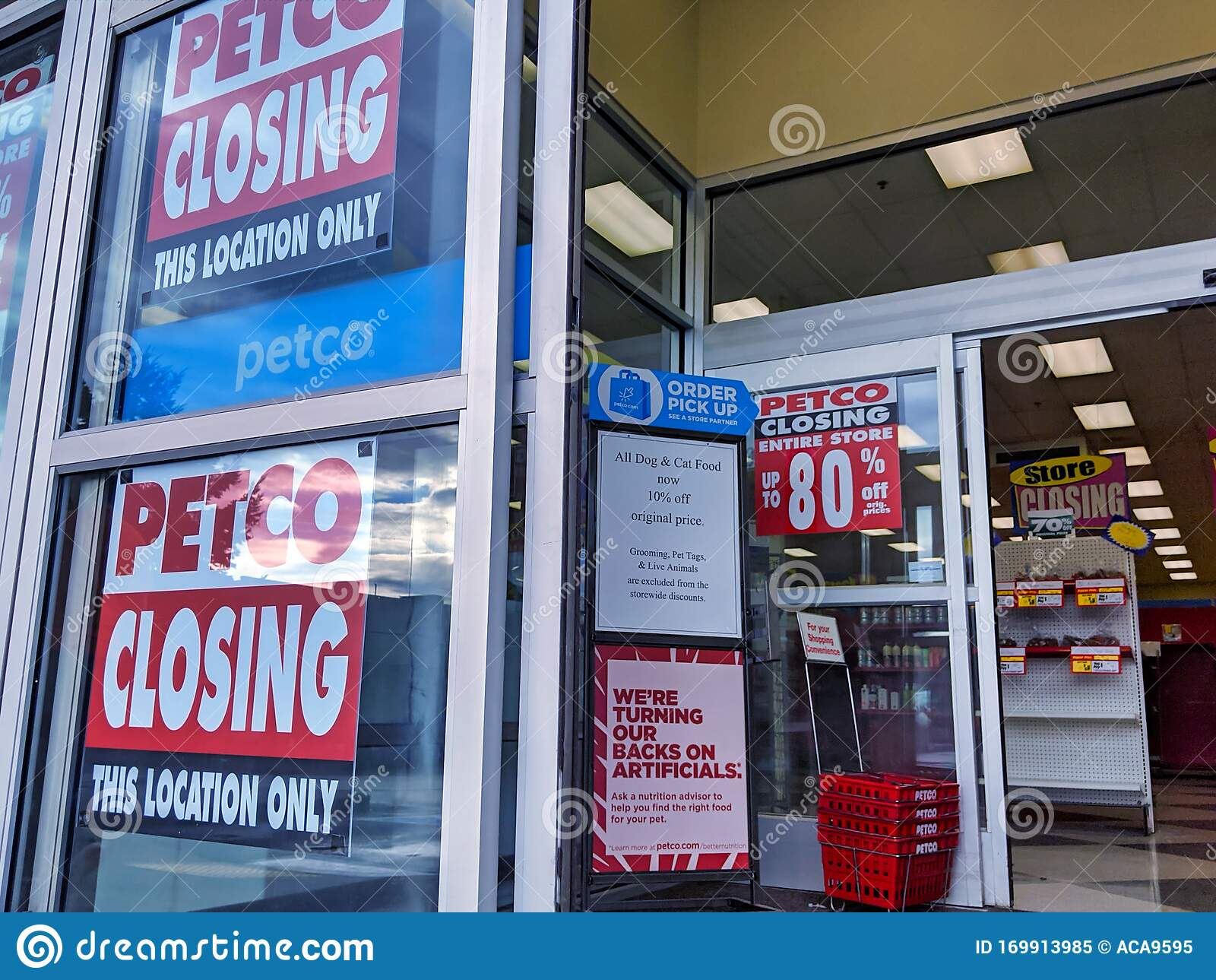 View Of Store Closing Signs Posted At Petco At The Crossroads Bellevue Shopping Center Editorial Image Image Of Fixtures Editorial 169913985