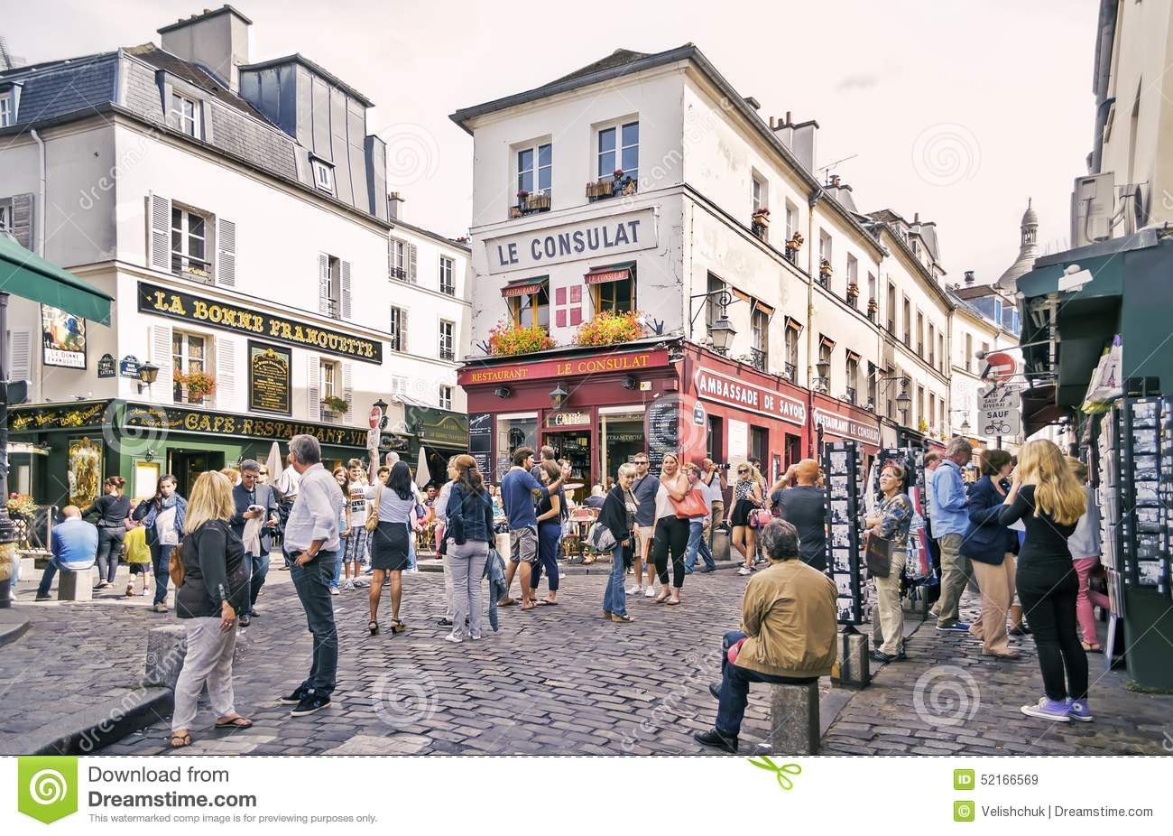 View of typical paris cafe on september 08 2013 in paris for Le miroir restaurant montmartre
