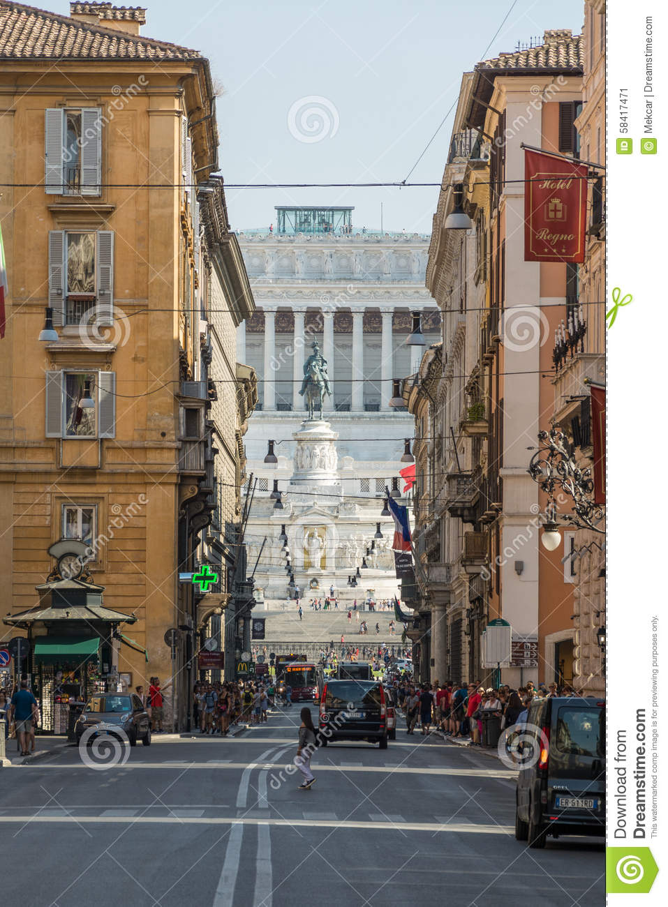 View from via del corso shopping street in the direction for Mac roma via del corso