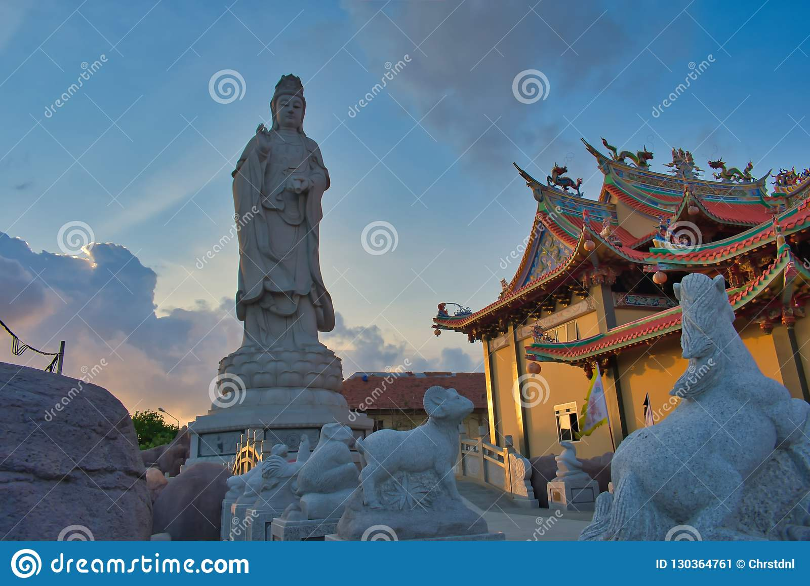 "Vihara Satya Dharma est un temple chinois moderne au port de Benoa, Bali C est un temple de ""Satya Dharma ""ou de ""Shenism "", l As"