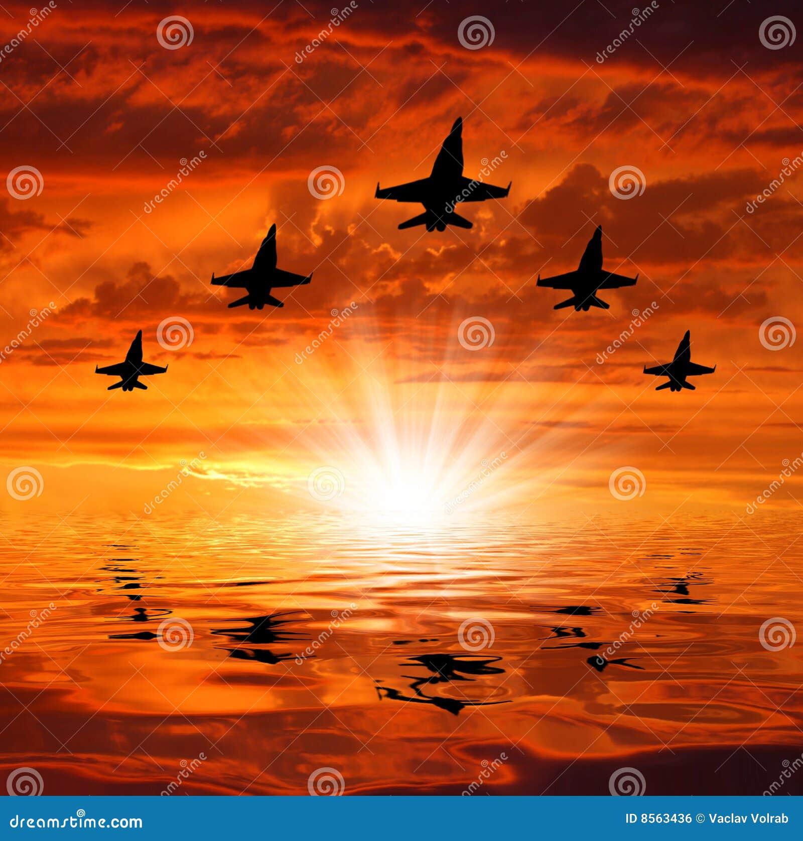 Citaten Over Zonsondergang : Vijf bommenwerpers over zonsondergang stock foto