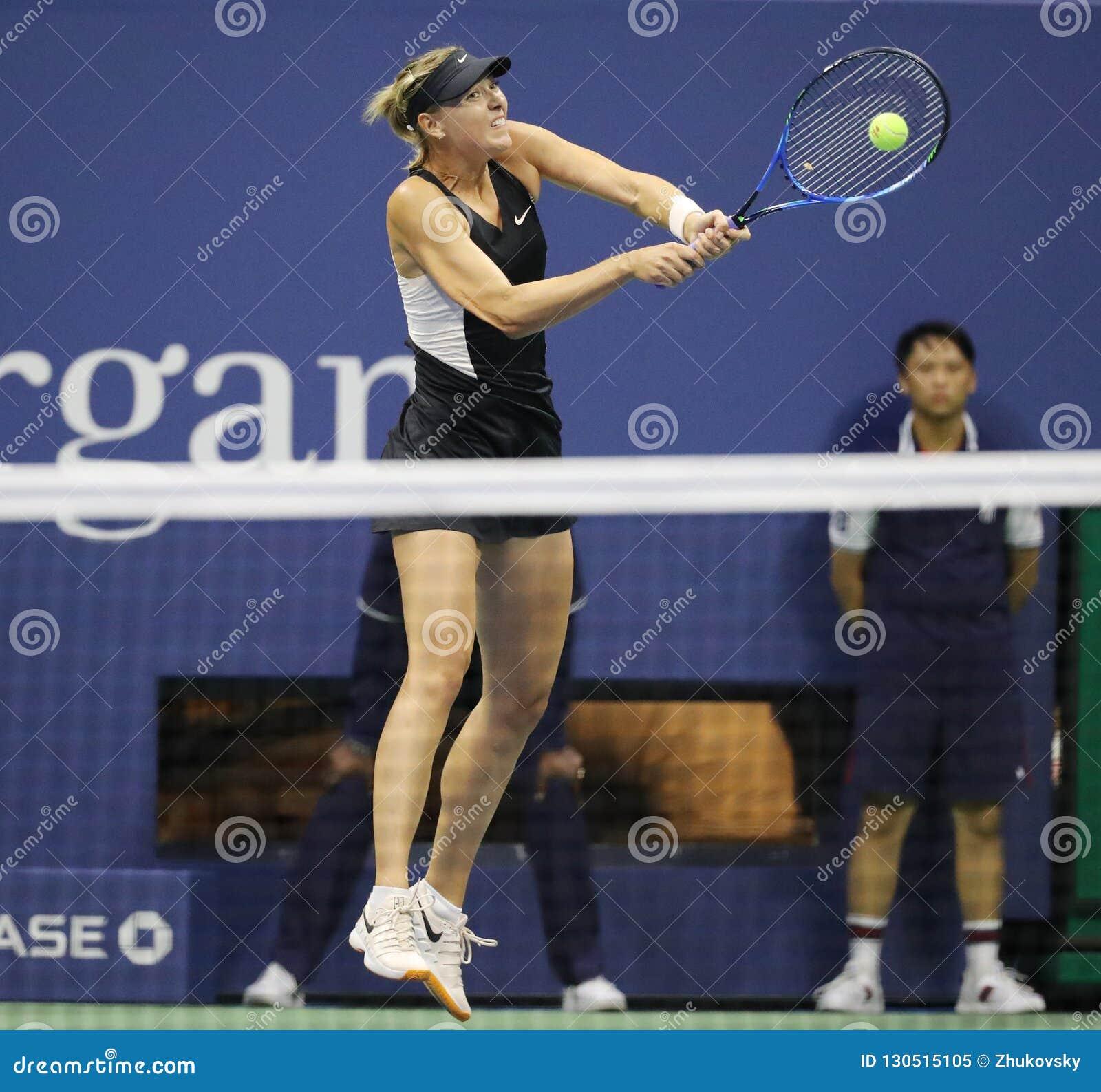 Vijf keer Grand Slam-Kampioen Maria Sharapova van Rusland in actie tijdens haar het US Openronde van 2018 van gelijke 32