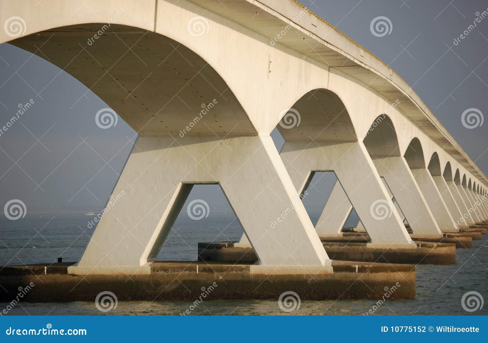Vijf kilometers lange brug