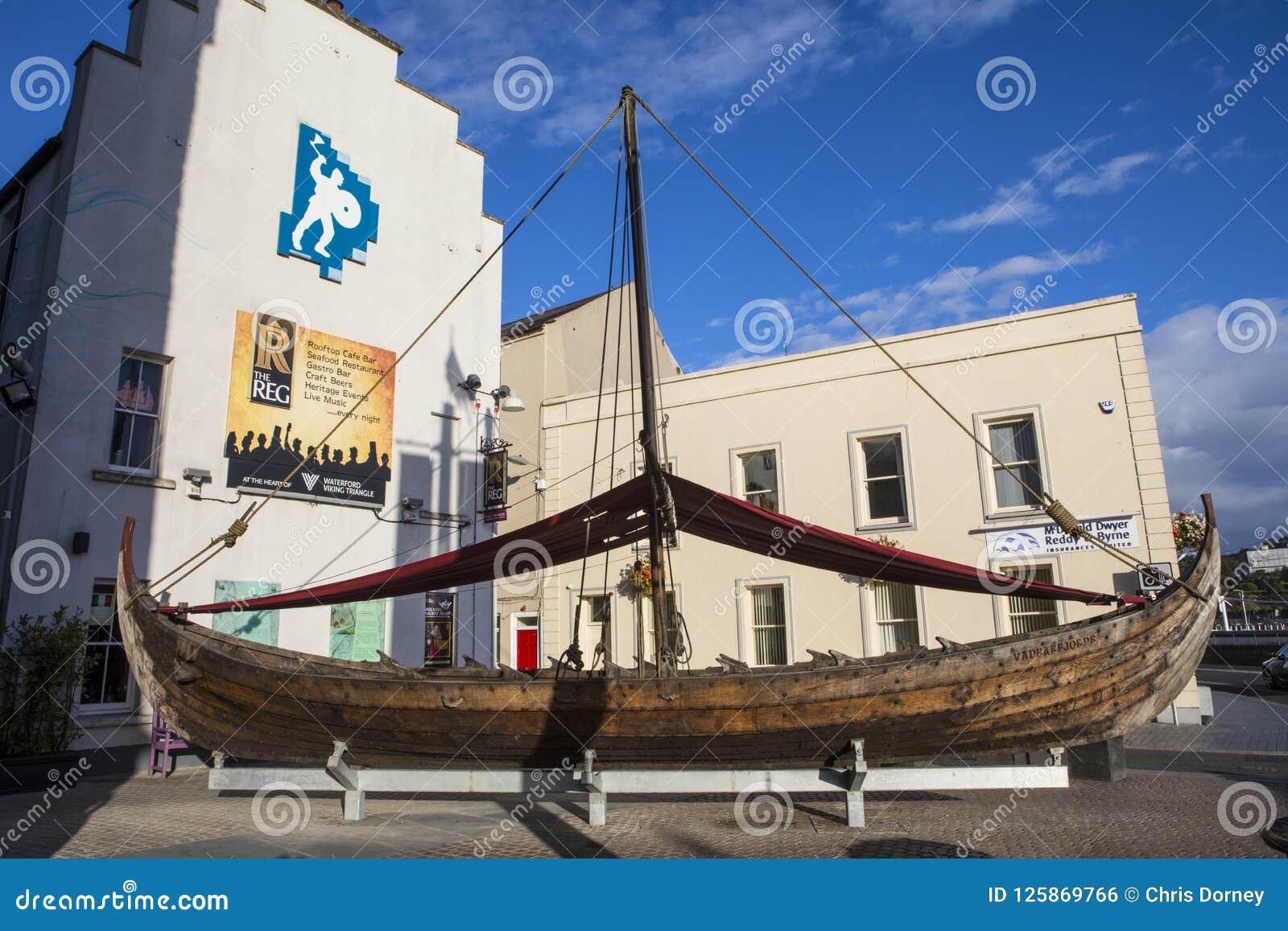 Viking Longboat Replica en Waterford