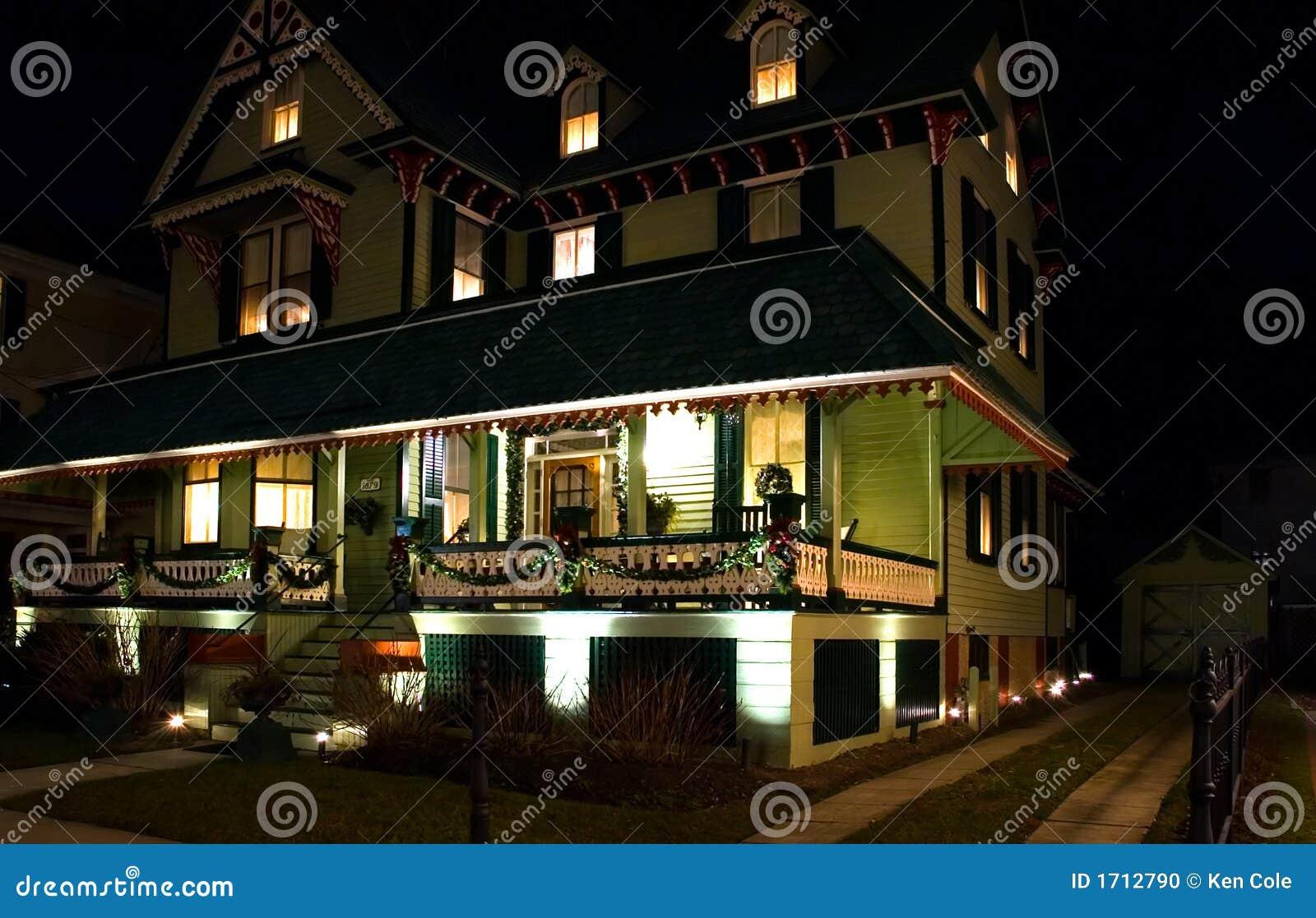 Viktorianisches haus nachts stockfoto bild 1712790 for Viktorianisches haus