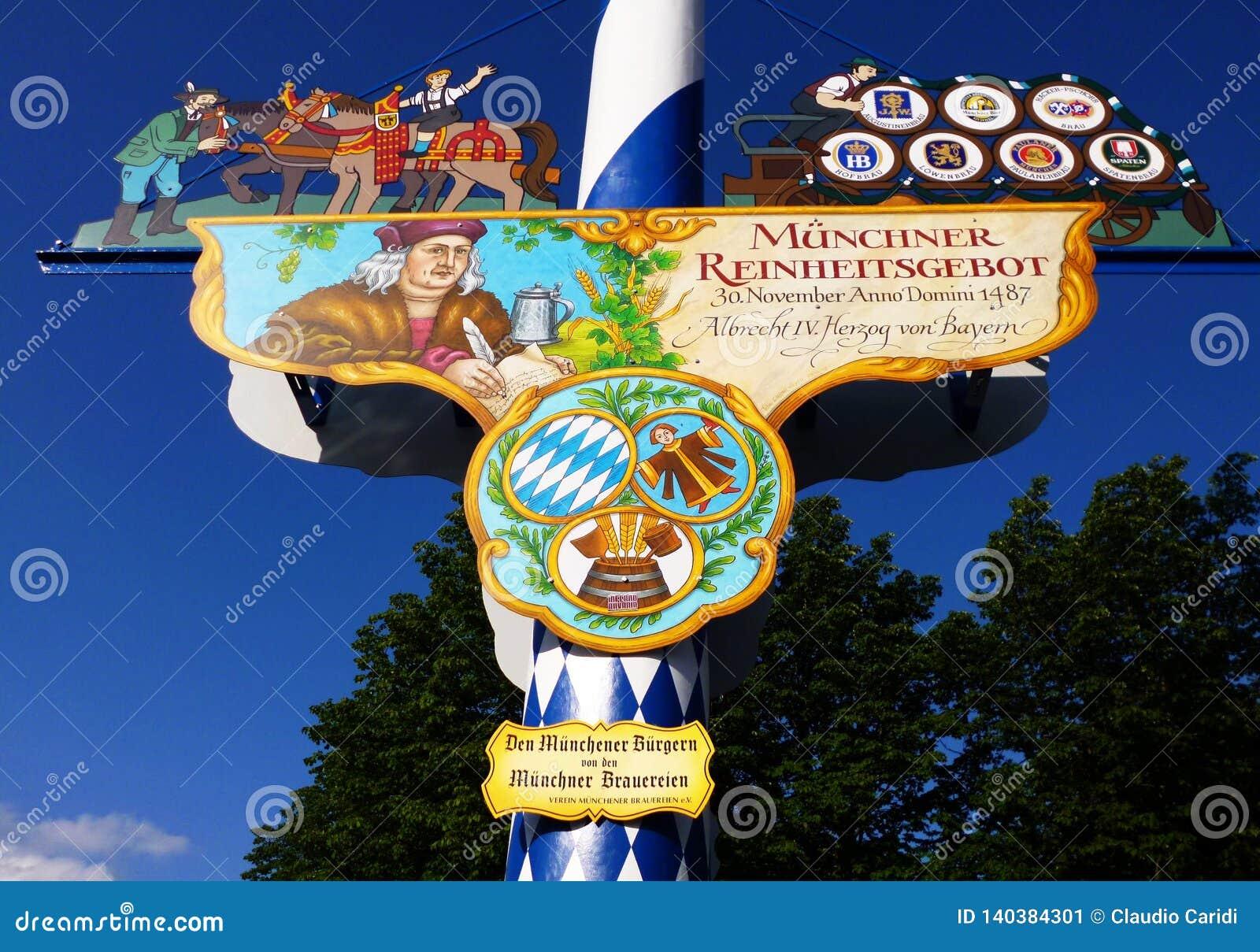 Viktualienmarkt un mercado diario de la comida y un cuadrado de Munich, Baviera, Alemania