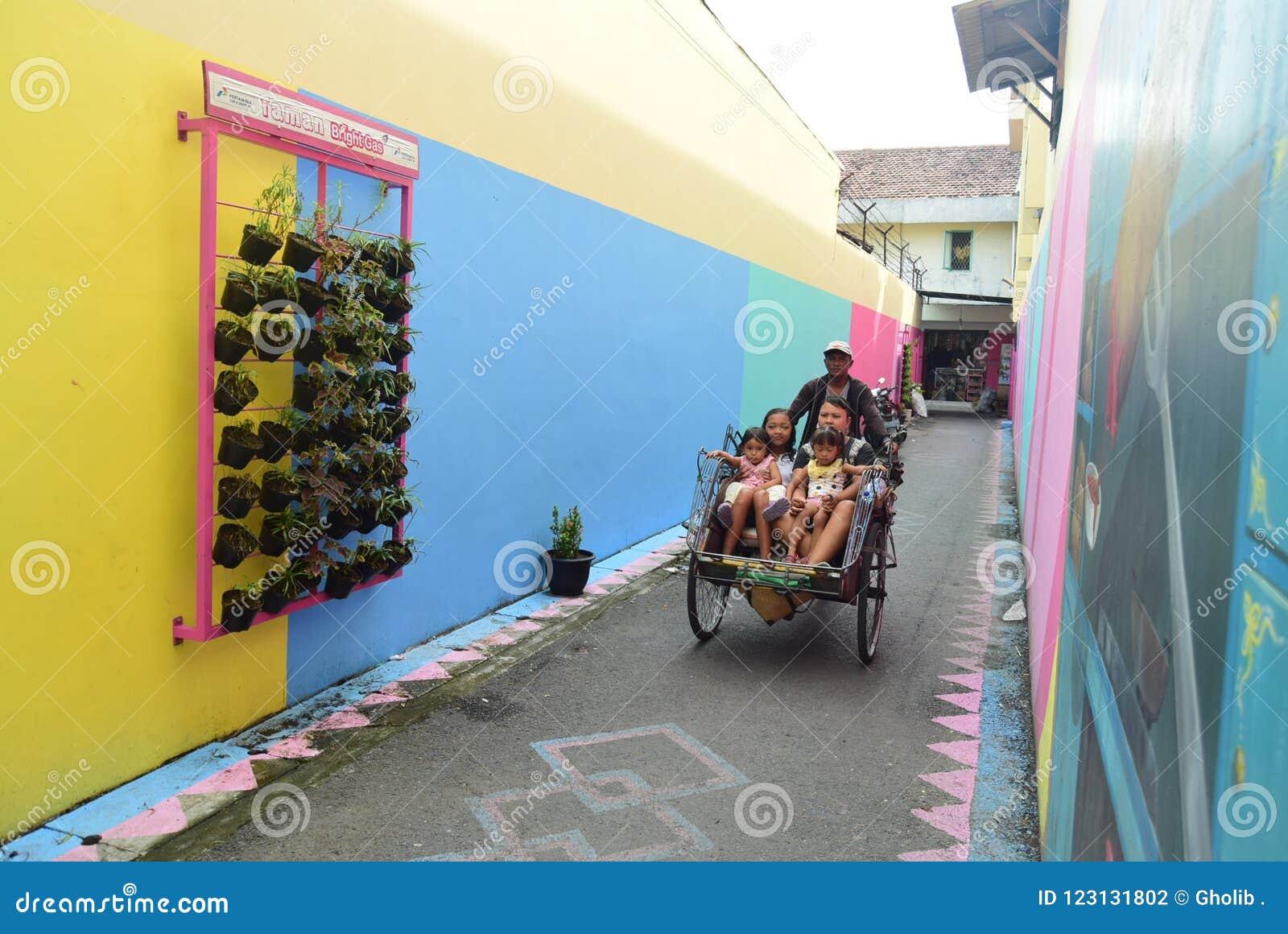 Vila brilhante do gás na cidade de Semarang
