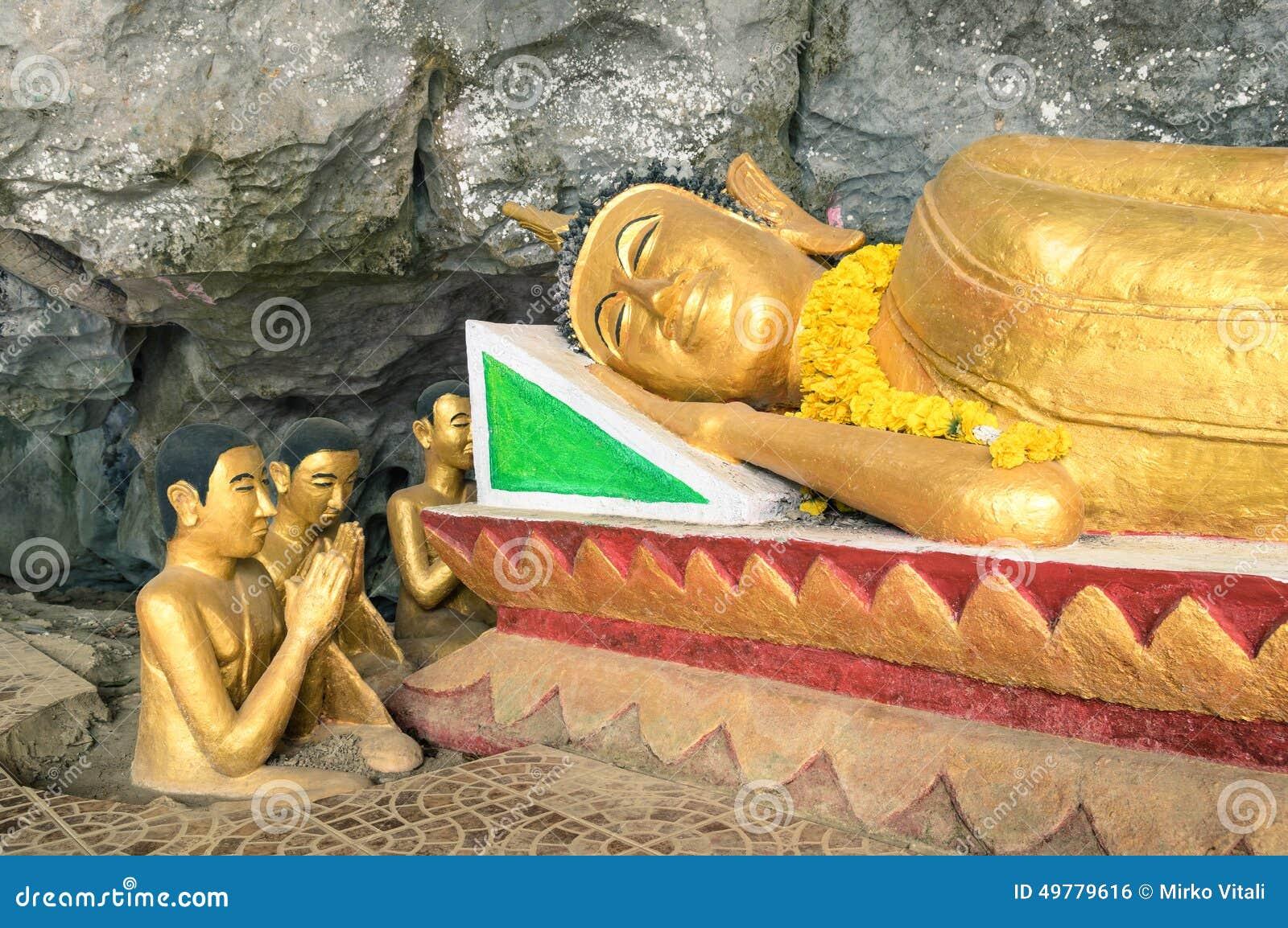 Vila Buddhastatyn i elefantgrotta (Tham sjöng), Laos