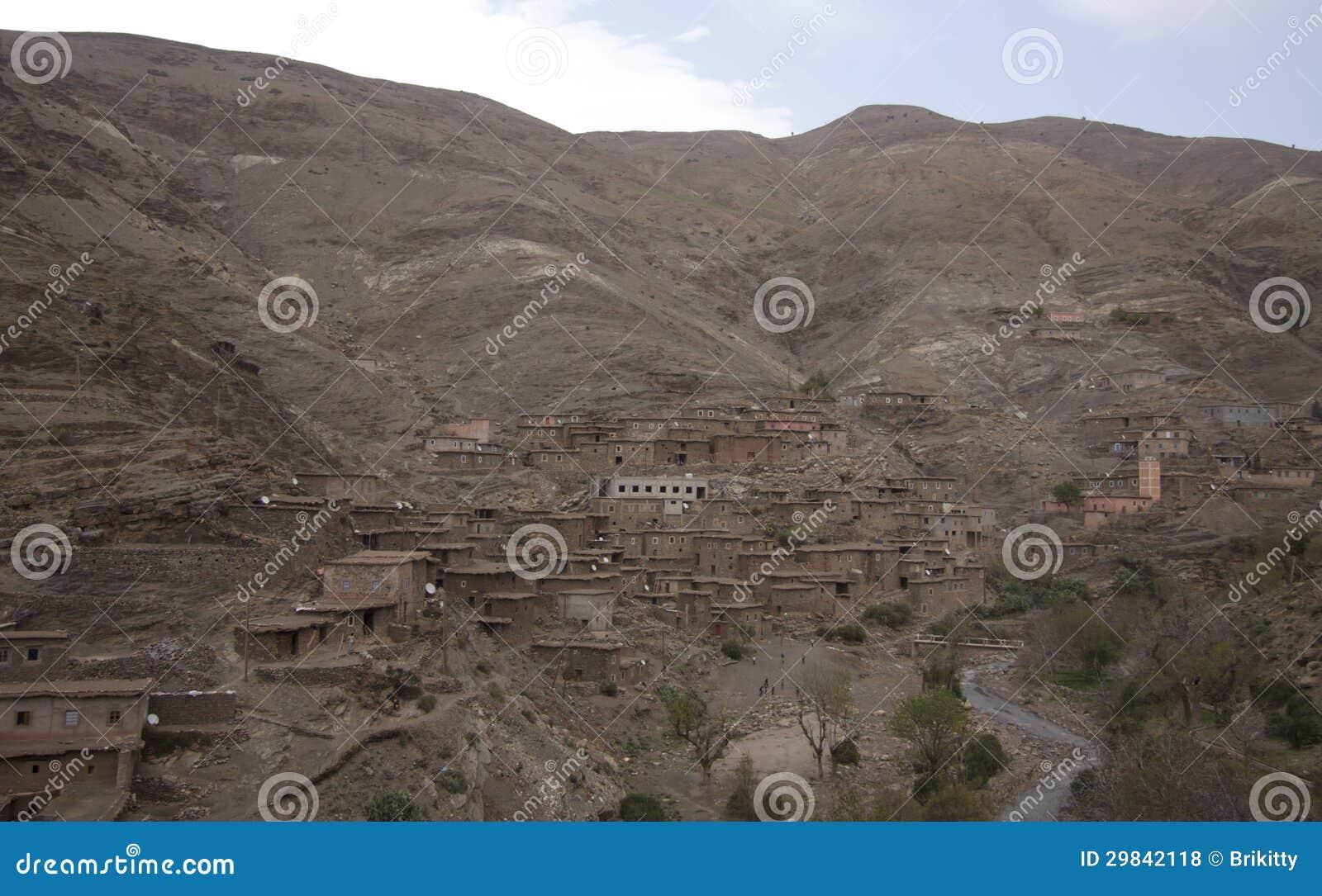 Vila do Berber nas montanhas