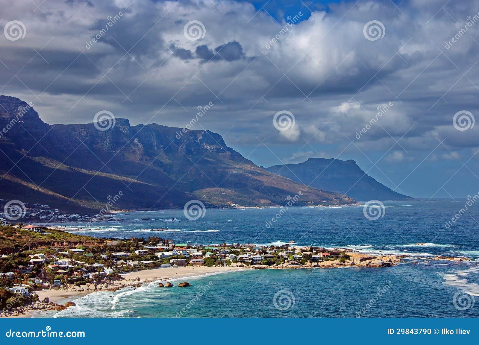 Vila do recurso na costa atlântica
