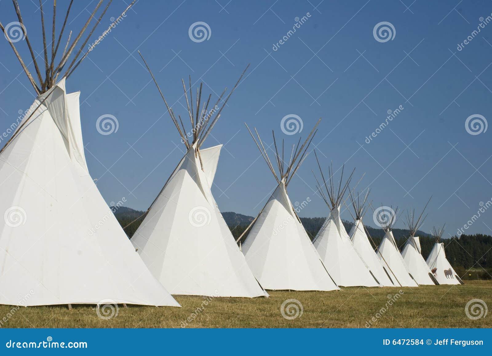 Vila do Teepee do nativo americano de oito