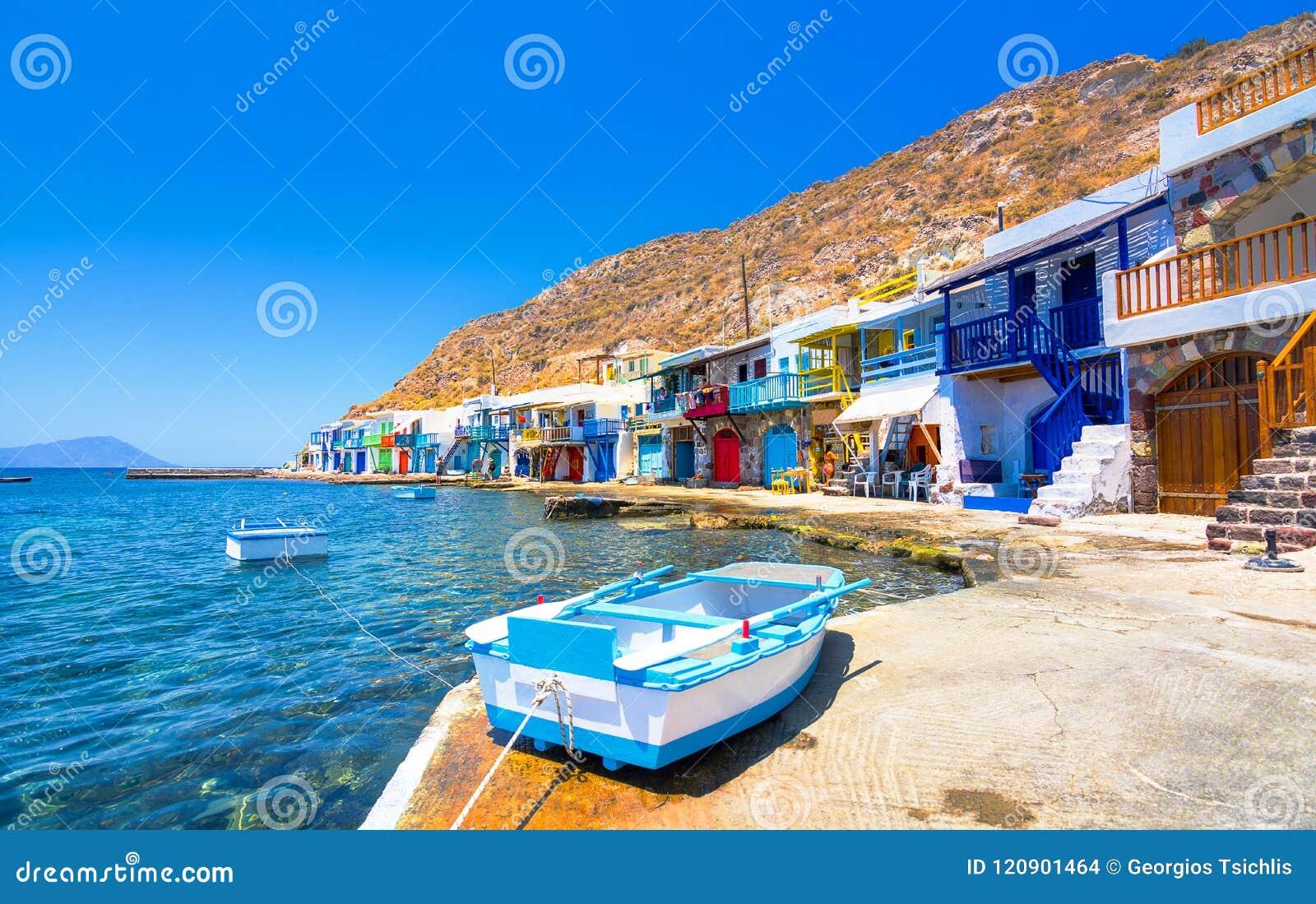 Vila grega tradicional da vila cênico de Klima pelo mar, o Cycladic-estilo com sirmata - casas tradicionais do ` s dos pescadores