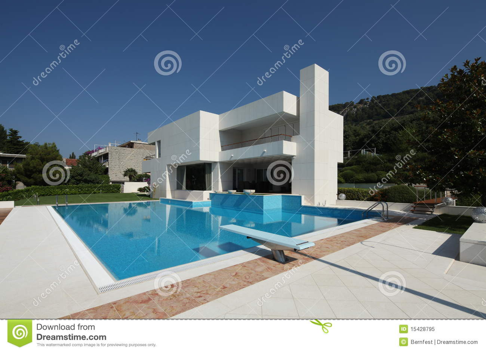 Vila moderne dans le fractionnement