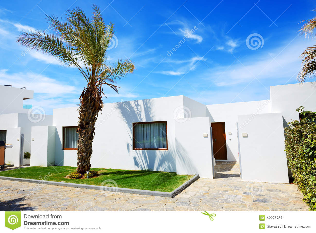 Villa l 39 h tel de luxe moderne photo stock image 42276757 for Hotel luxe moderne