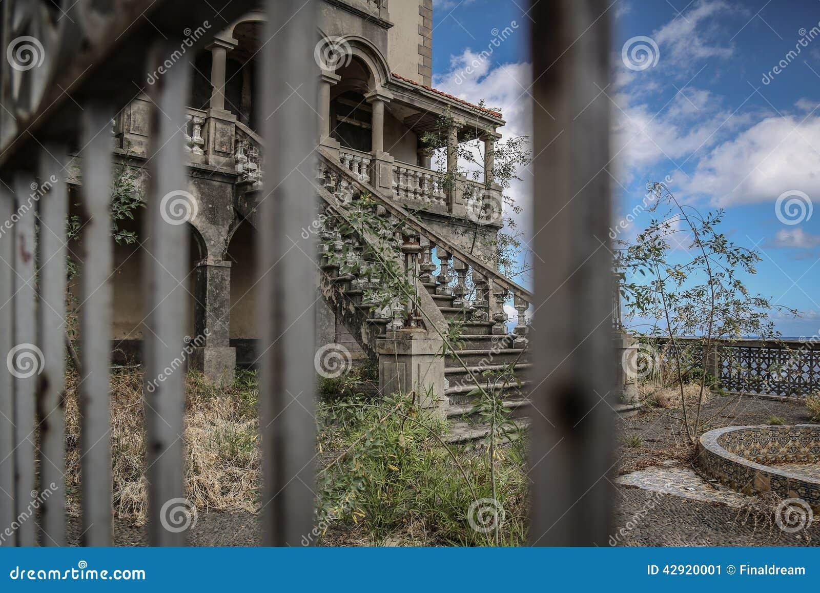 villa abandonn e photo stock image 42920001. Black Bedroom Furniture Sets. Home Design Ideas
