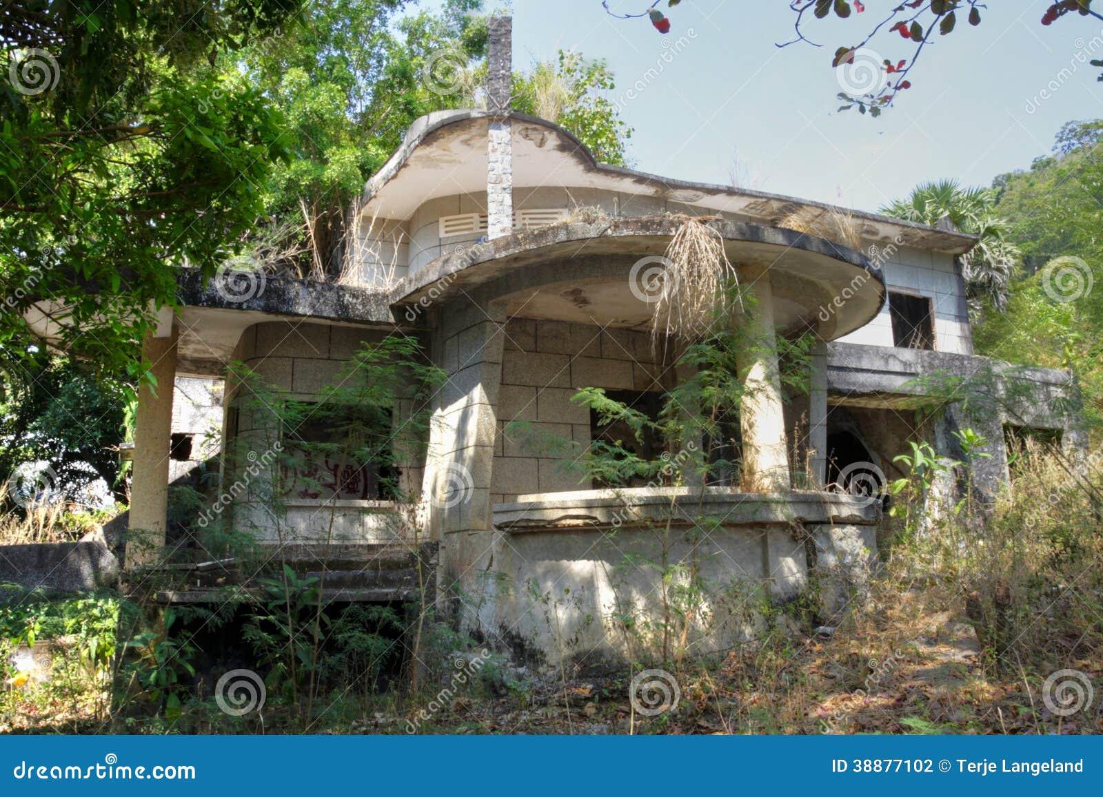 villa abandonn e kep photo stock image 38877102. Black Bedroom Furniture Sets. Home Design Ideas