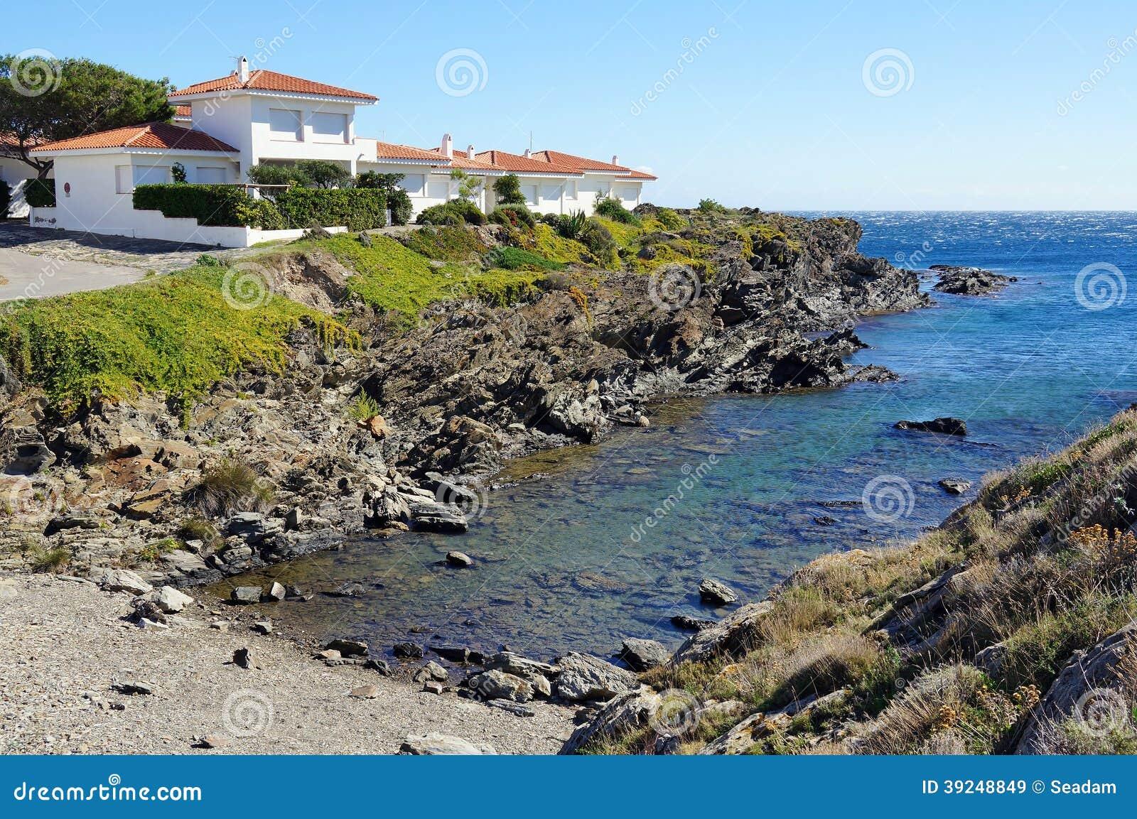 Villa de bord de mer en mer m diterran e photo stock - Villa bord de mer ...