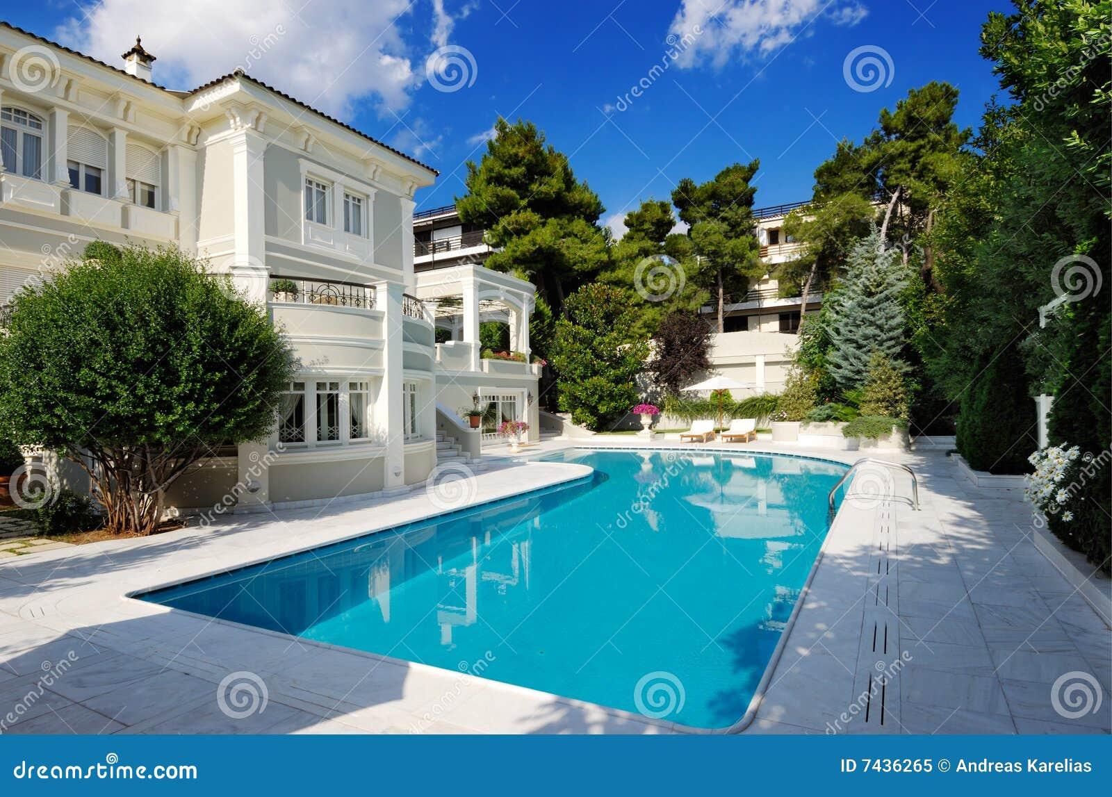Villa de luxe de natation de regroupement