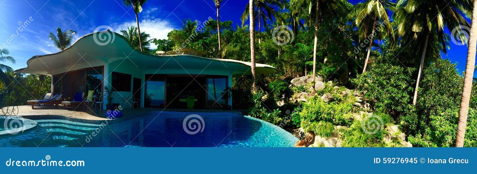 Villa dello stagno fra le palme