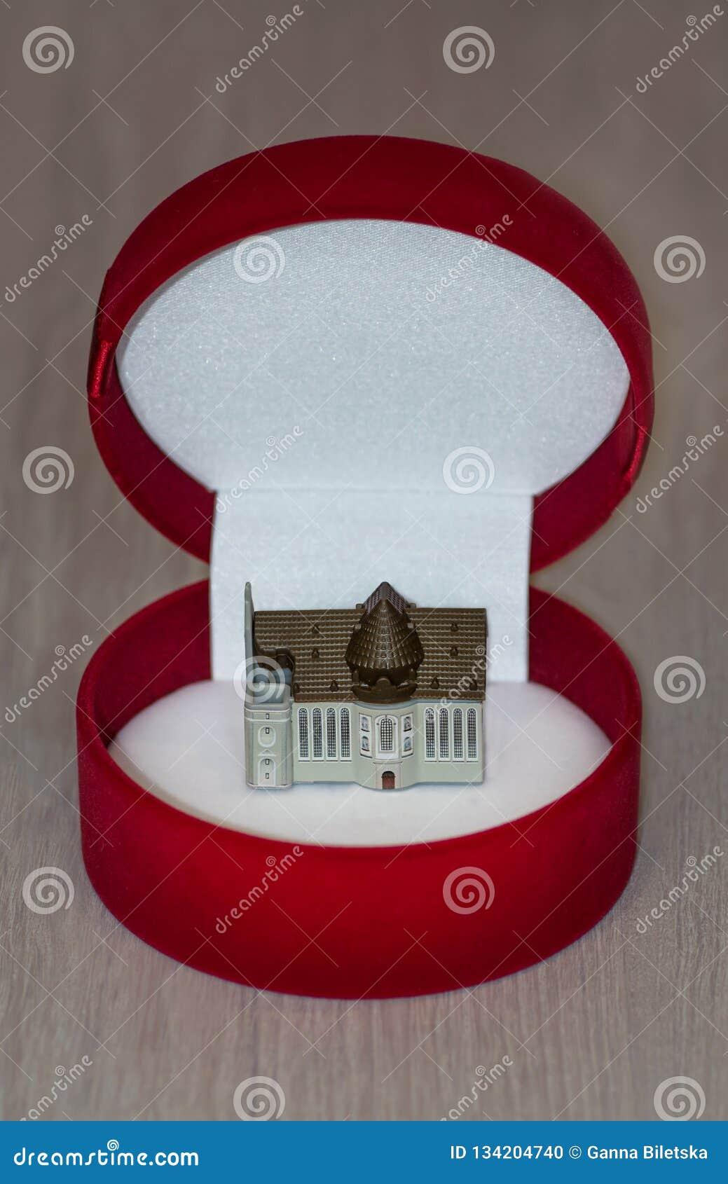 Villa in einer Geschenkbox, Erbschaft, geben Kaufen Sie ein Haus auf Kredit oder Hypothek Gehäuse für Miete Eigentum als Geschenk