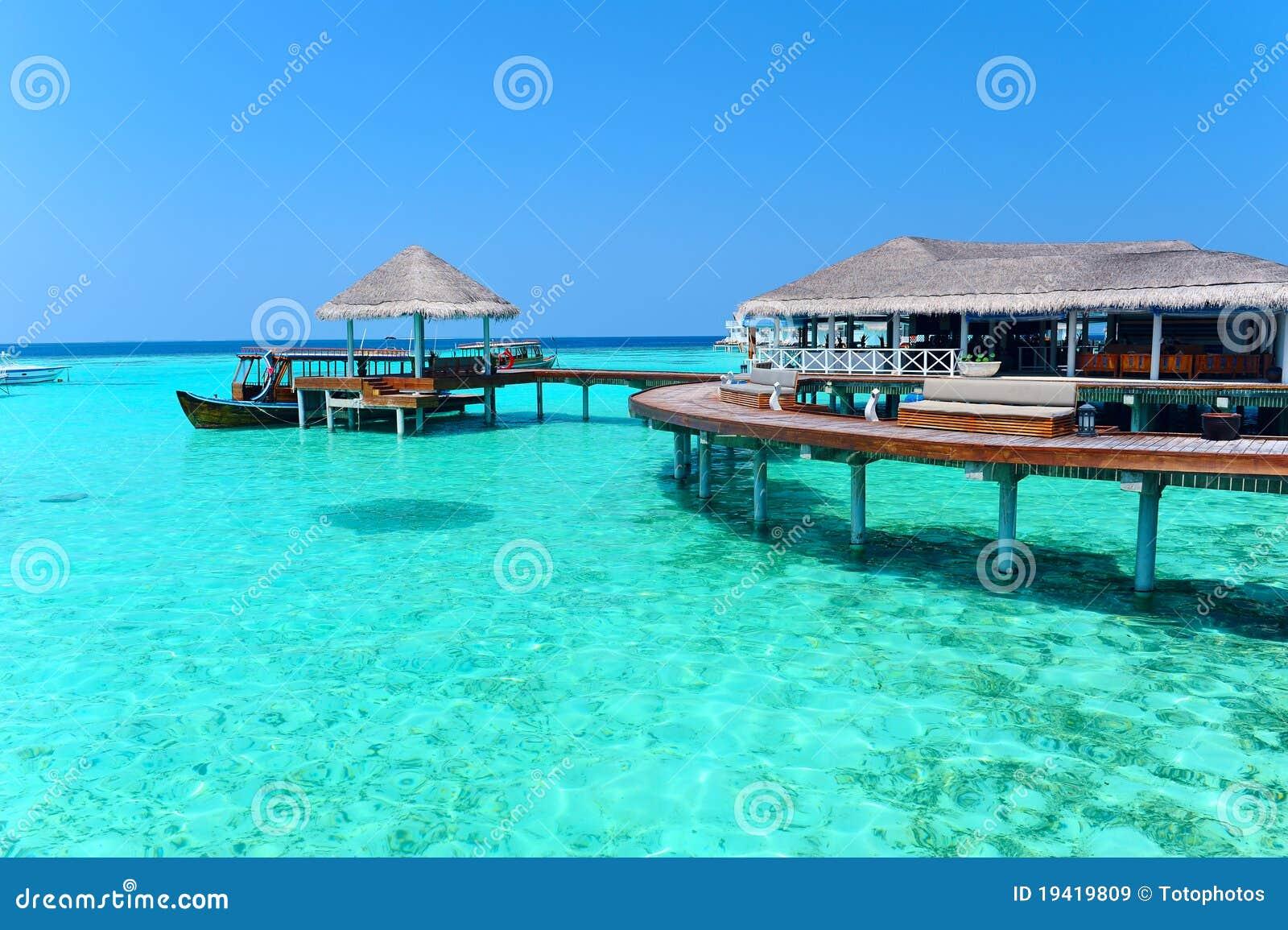 Villa maldive dell 39 acqua bungalow immagini stock libere for Fantastici disegni di bungalow