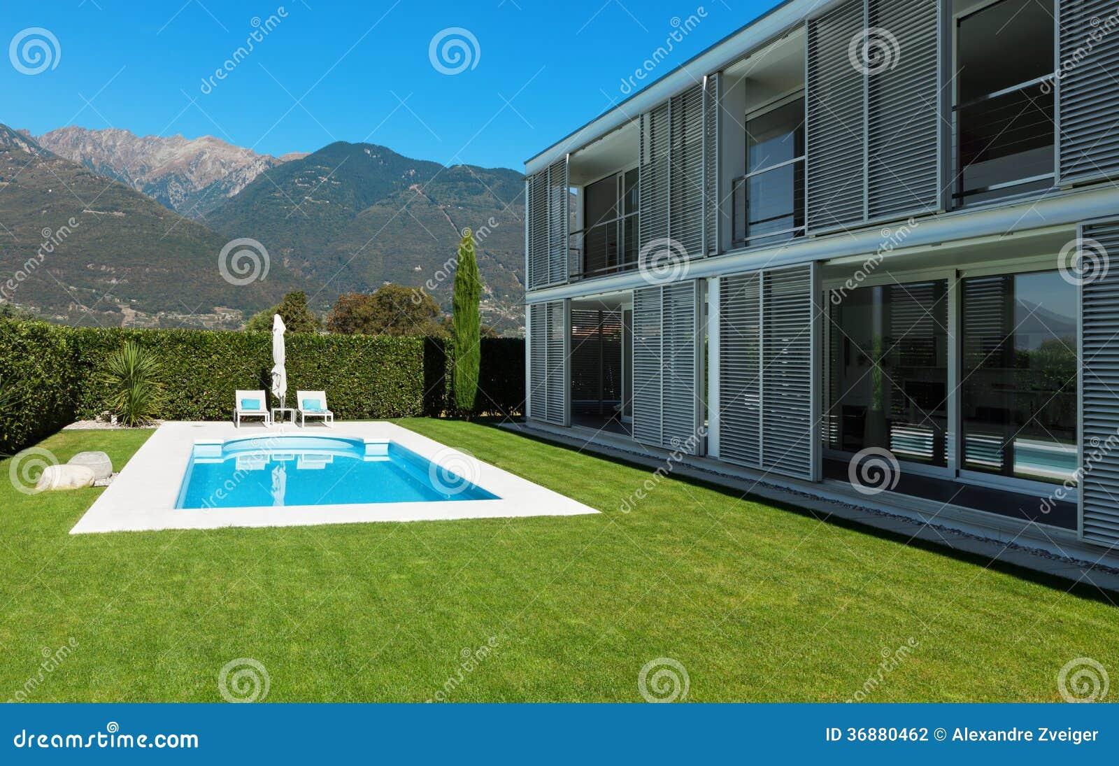 Download Villa Moderna Con Lo Stagno Fotografia Stock - Immagine di swimming, reale: 36880462