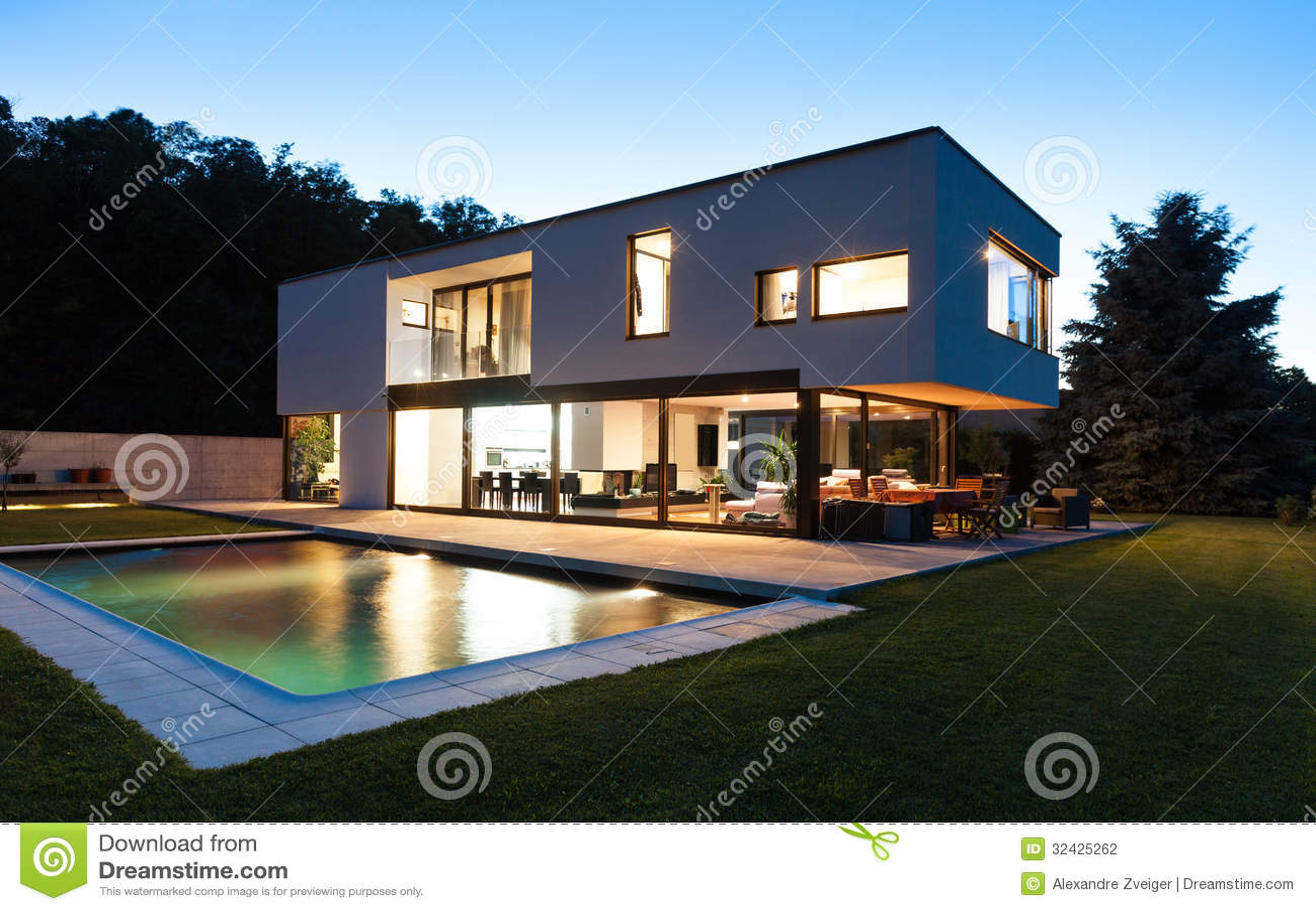 Villa moderne avec la piscine photographie stock image Prix piscine 3x5