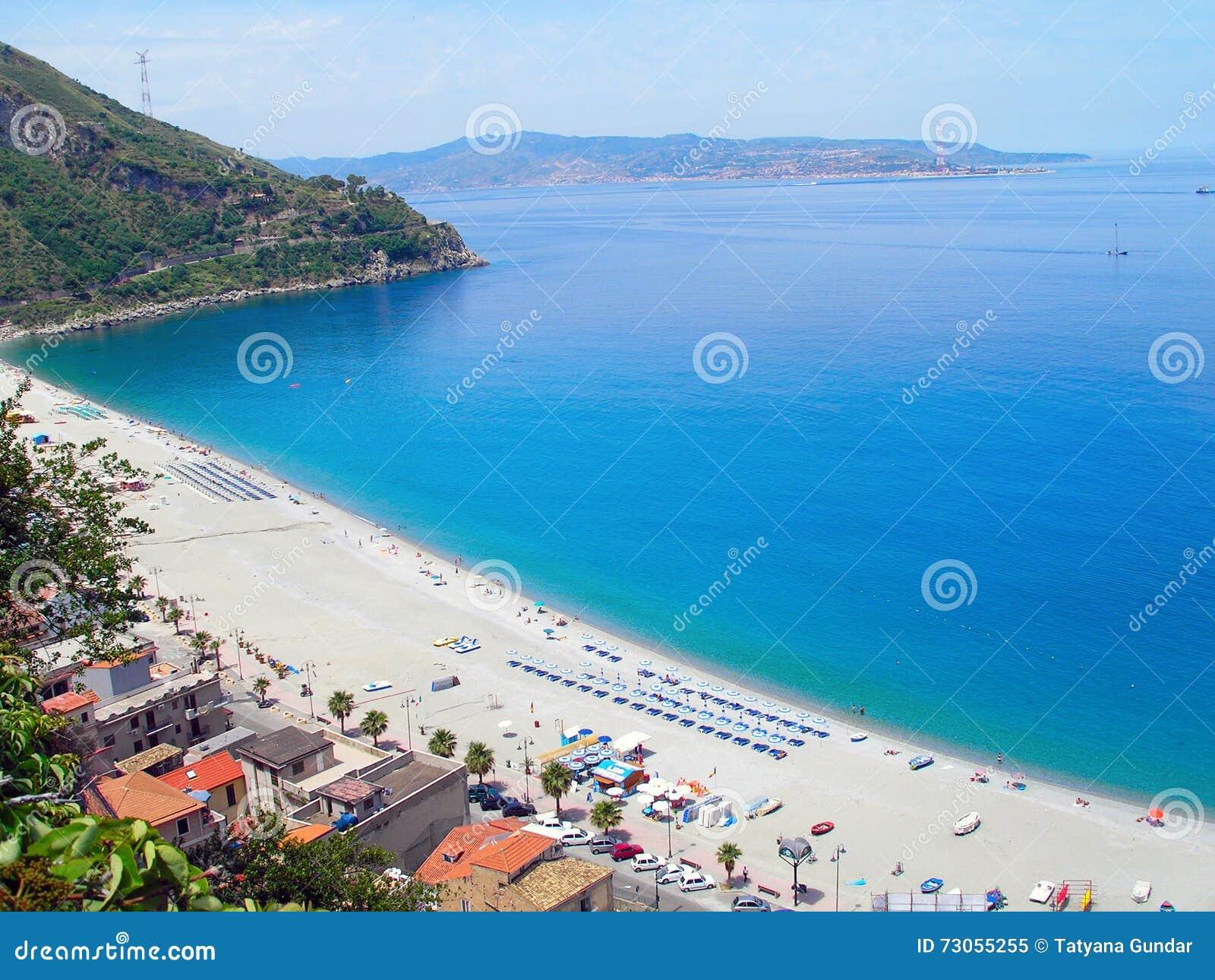 Villa san giovanni italie de plage image stock image for Amaretti arredamenti villa san giovanni