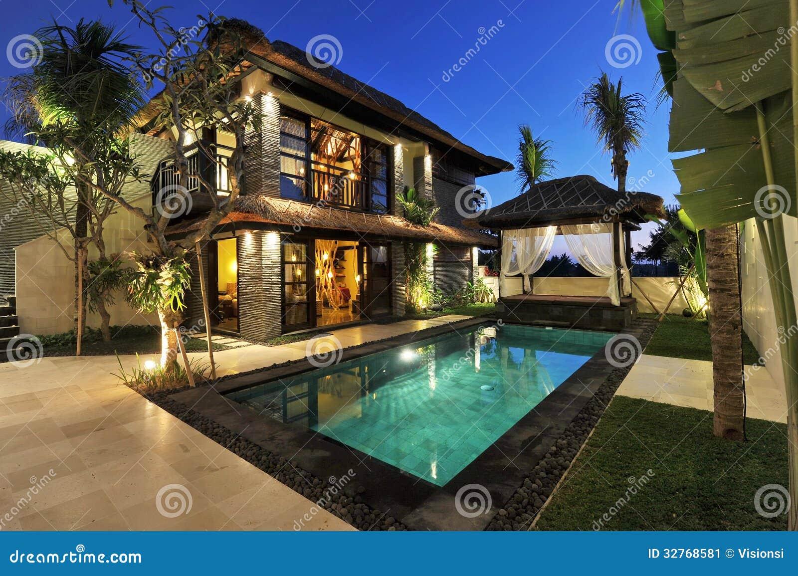 villa tropicale moderne avec la piscine image stock image 32768581