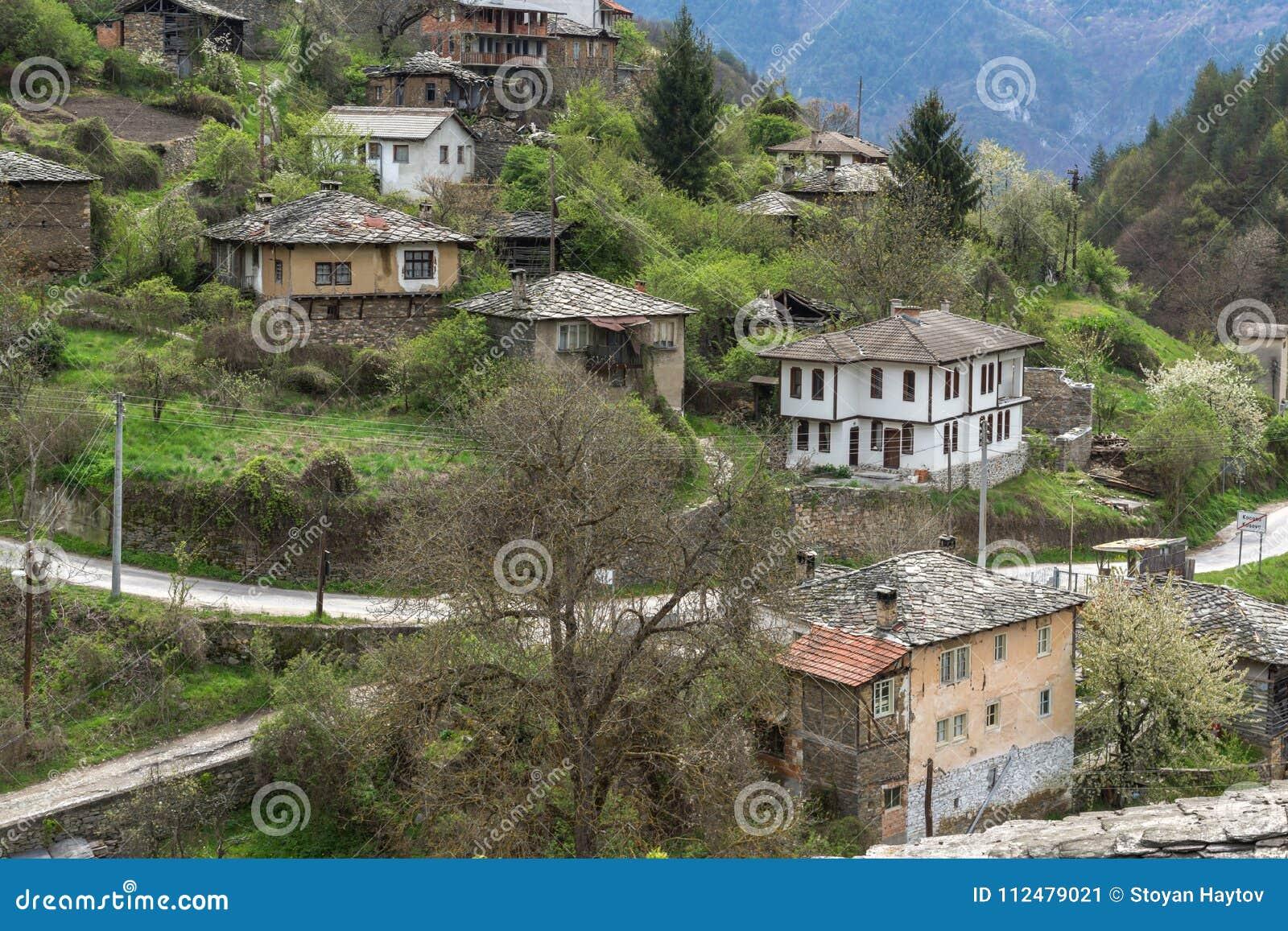Village authentique de Kosovo avec les maisons du 19ème siècle, Bulgarie