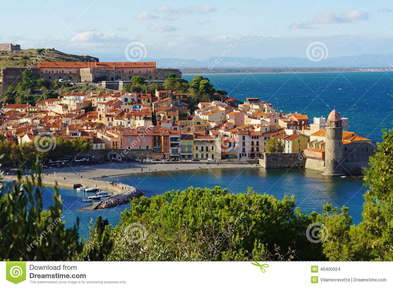 Village c tier de collioure dans les frances photo stock for Les jardins de collioure