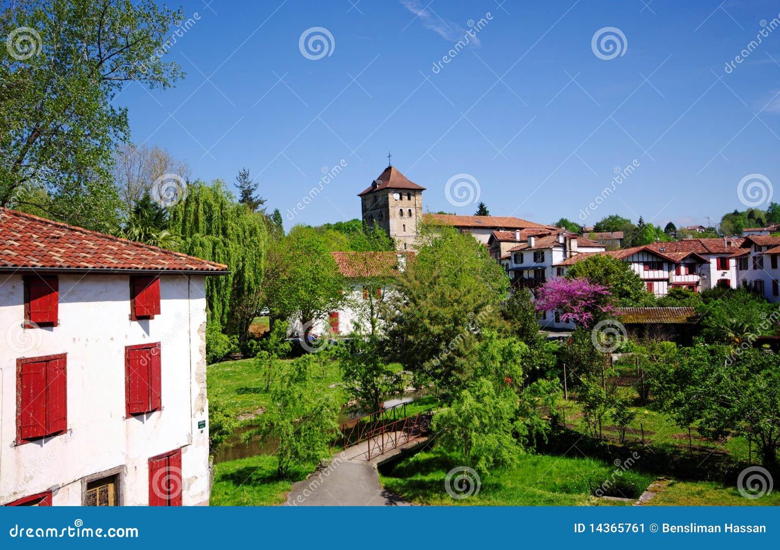 Village d 39 espelette dans le pays basque image stock image du tourisme landmarks 14365761 - Office du tourisme d espelette ...
