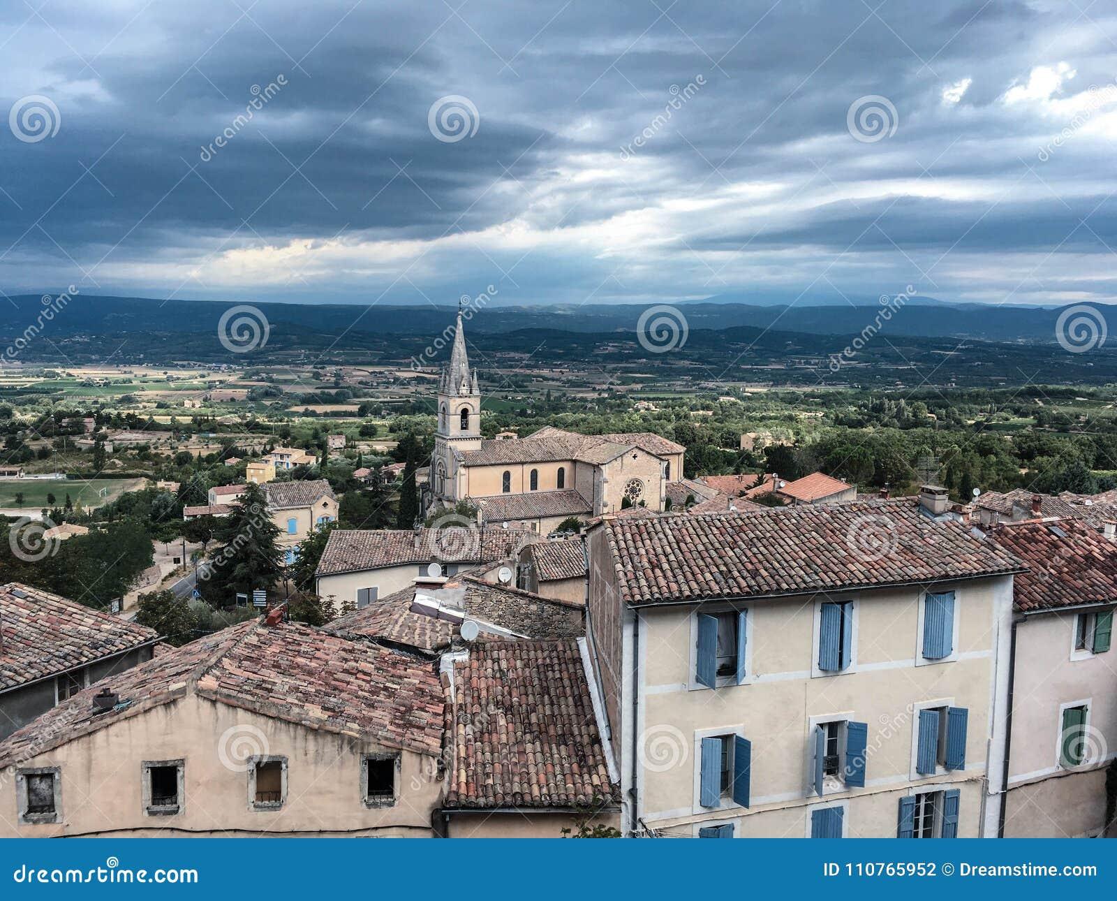 vacances au provence Balade dans le village de Bonnieux. Weekend et vacances en Provence