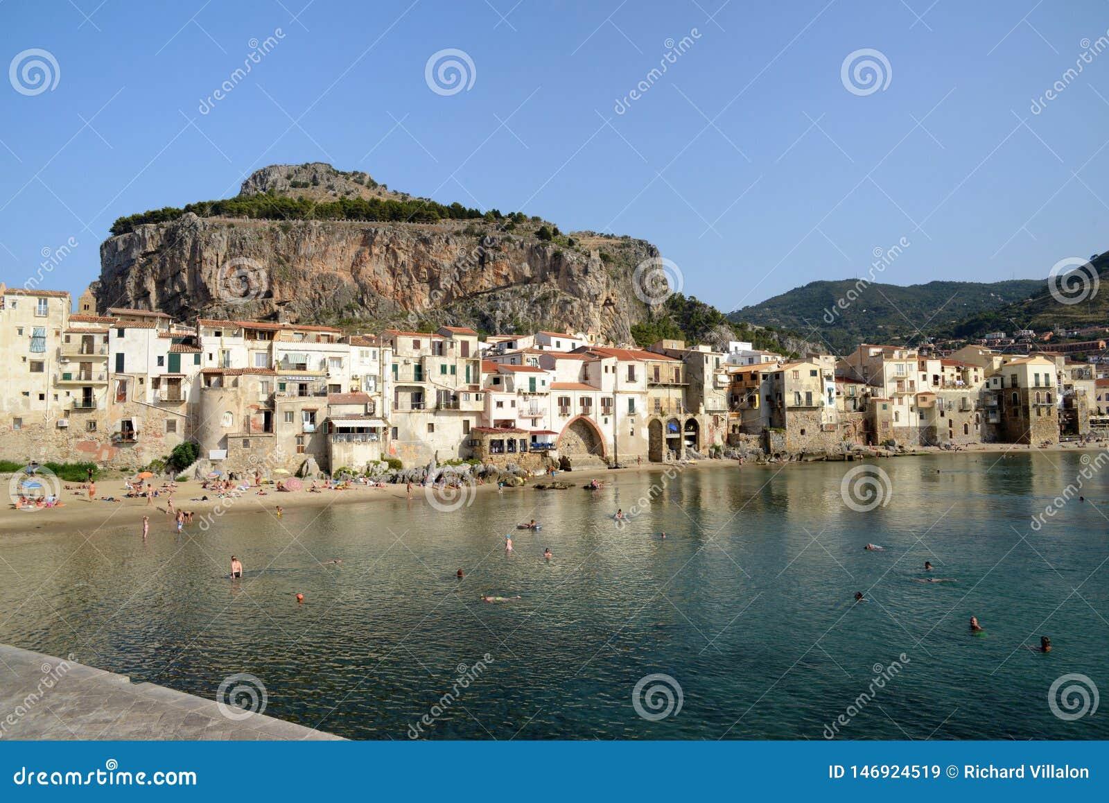 Village de Cefalu en Sicile
