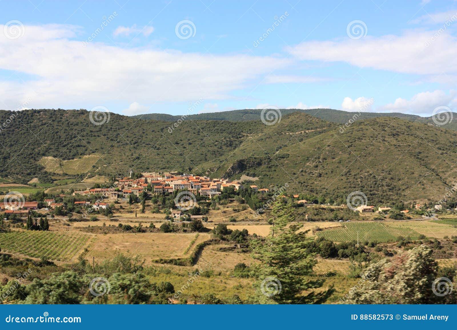 Village de Cucugnan dans Corbieres