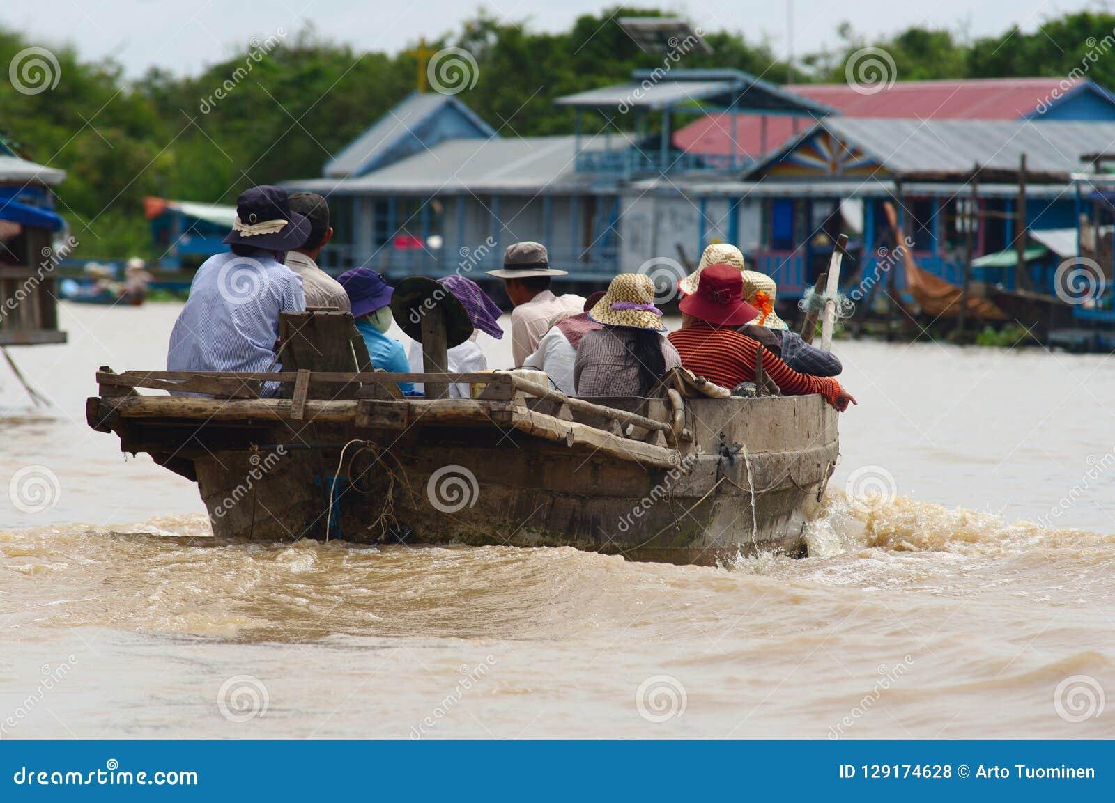 Village de flottement au lac sap de Tonle