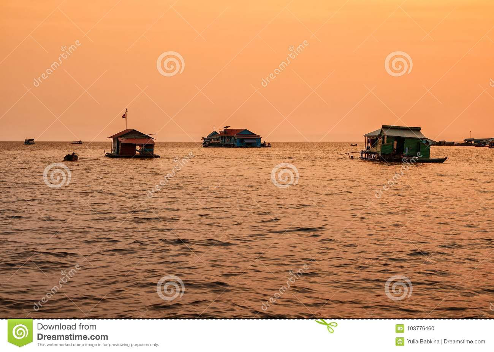 Village de flottement sur la sève de Tonle de lac, Cambodge