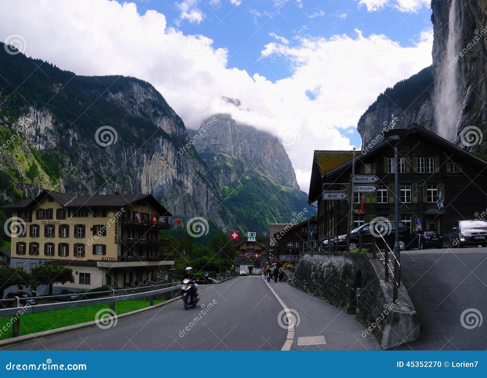 Village de Lauterbrunnen en vallée de Lauterbrunnen en Suisse