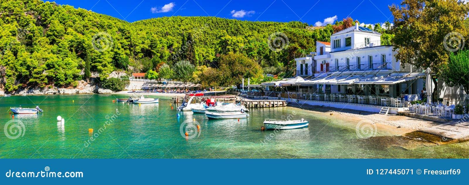 Village de pêche pittoresque Agnontas, île de Skopelos, Grèce