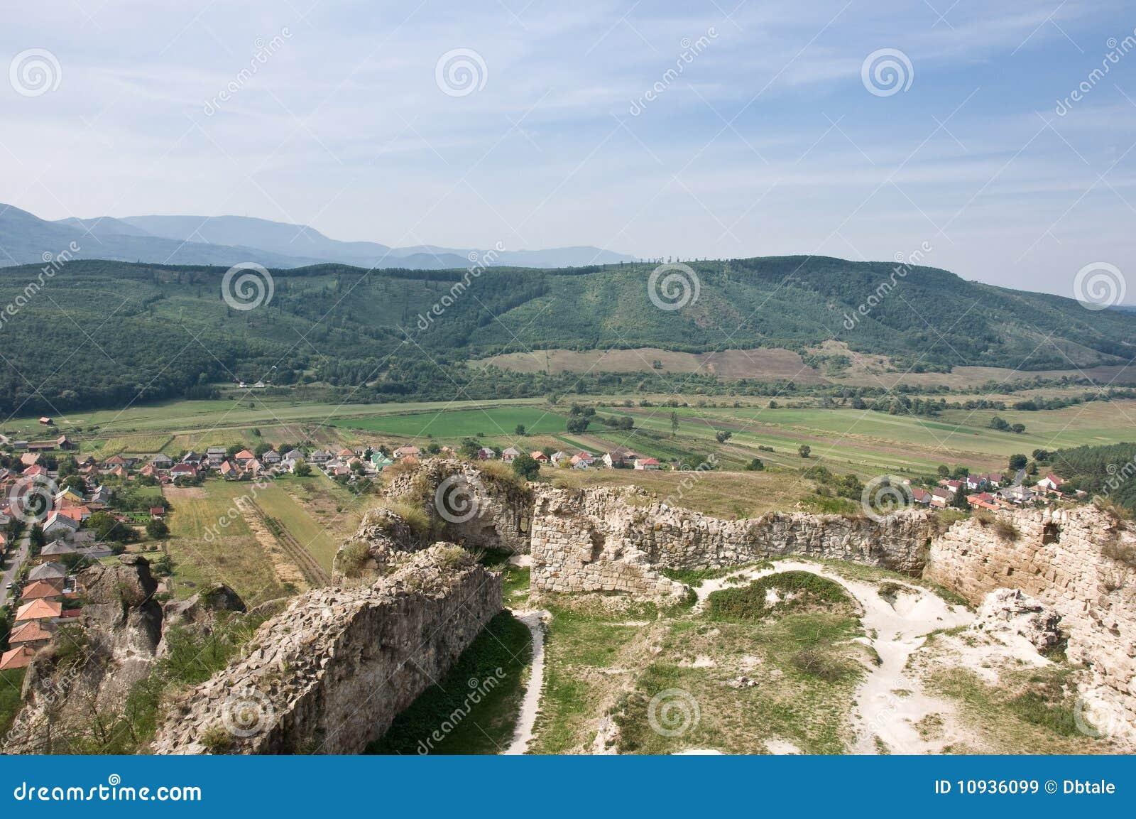 Village de Sirok de son fort