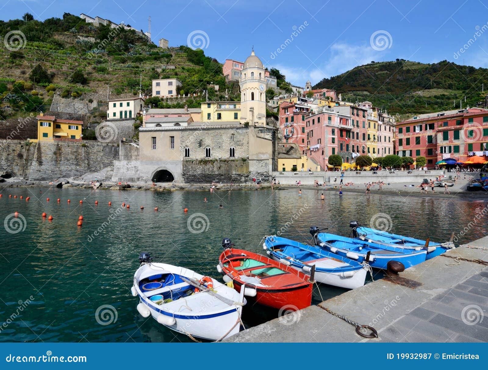 Village de vernazza dans le cinque terre italie image for Dans italien