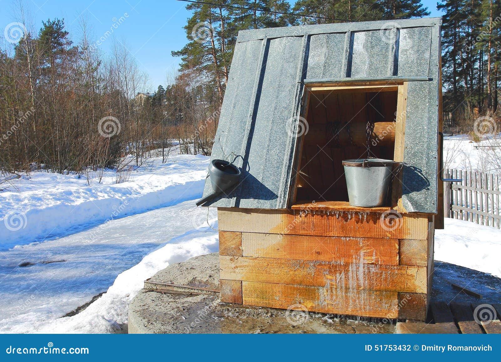 Village puits d 39 eau en hiver photo stock image 51753432 for Point d eau dans le jardin