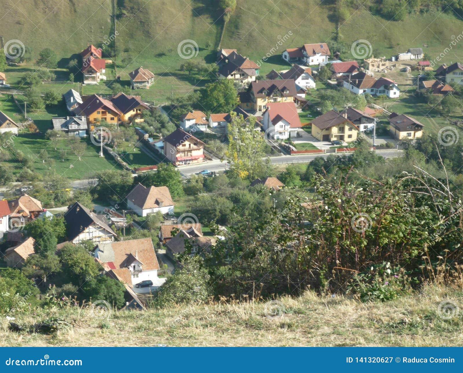 Village roumain posé d en haut