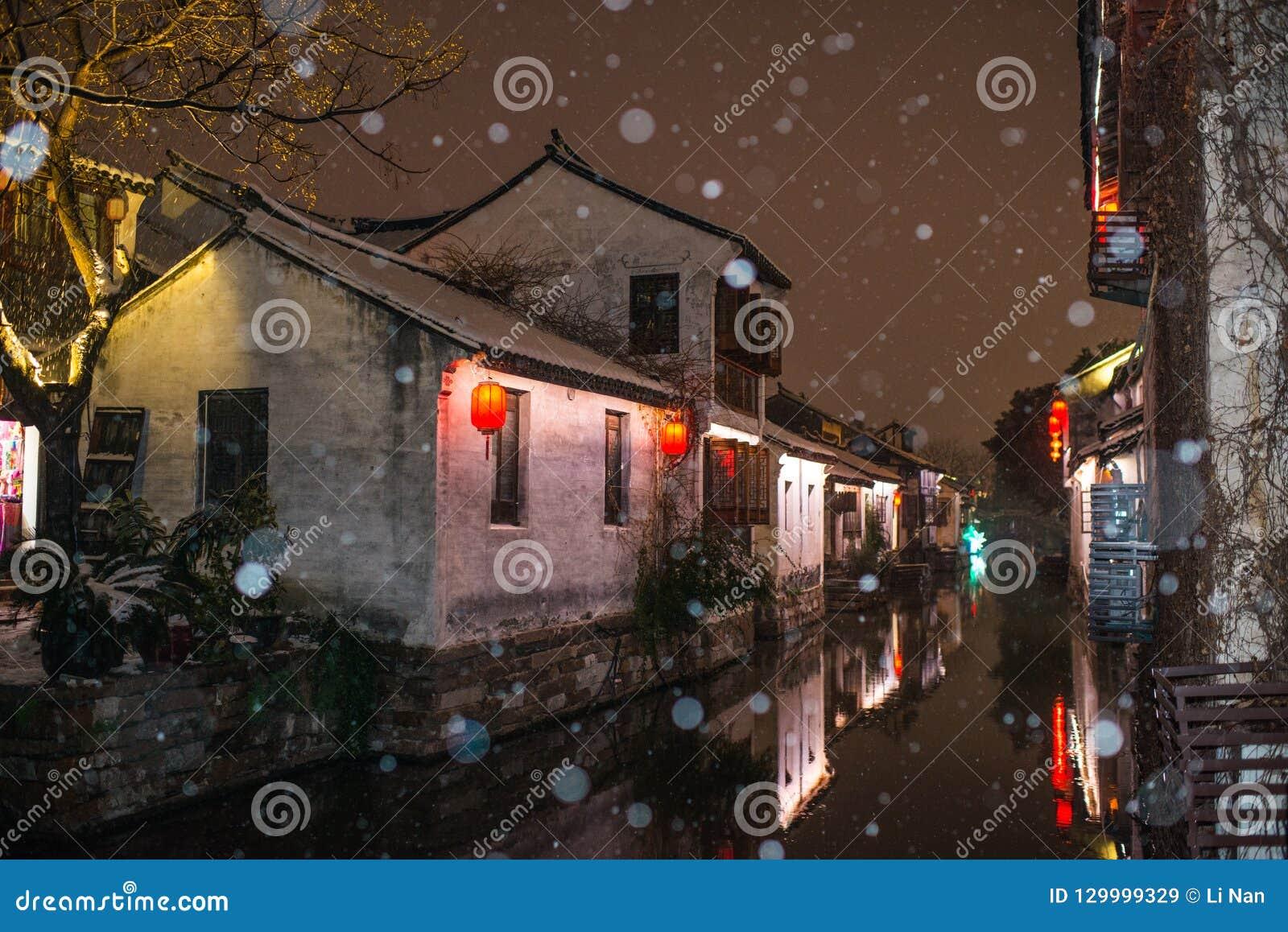 Villaggio antico calmo nello scuro della neve, zhouzhuang, Suzhou della città dell acqua della Cina
