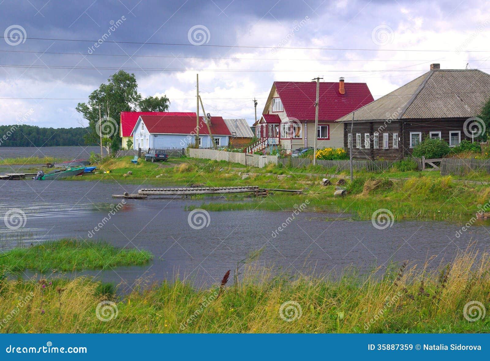 Villaggio in carelia russia immagini stock libere da for Case di legno del paese del lago