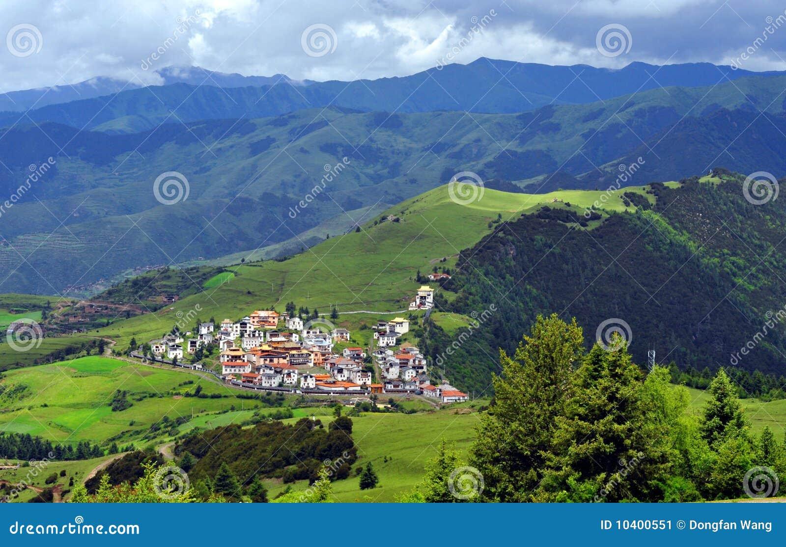 Villaggio del tibetano delle montagne