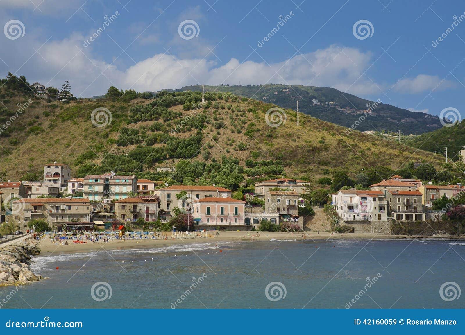Villaggio di acciaroli italia del sud fotografia stock for Casa di piantagioni del sud