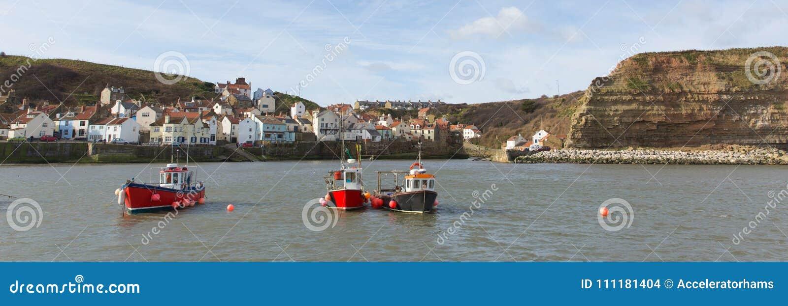 Villaggio di spiaggia di Staithes Yorkshire Inghilterra e vista panoramica della destinazione del turista