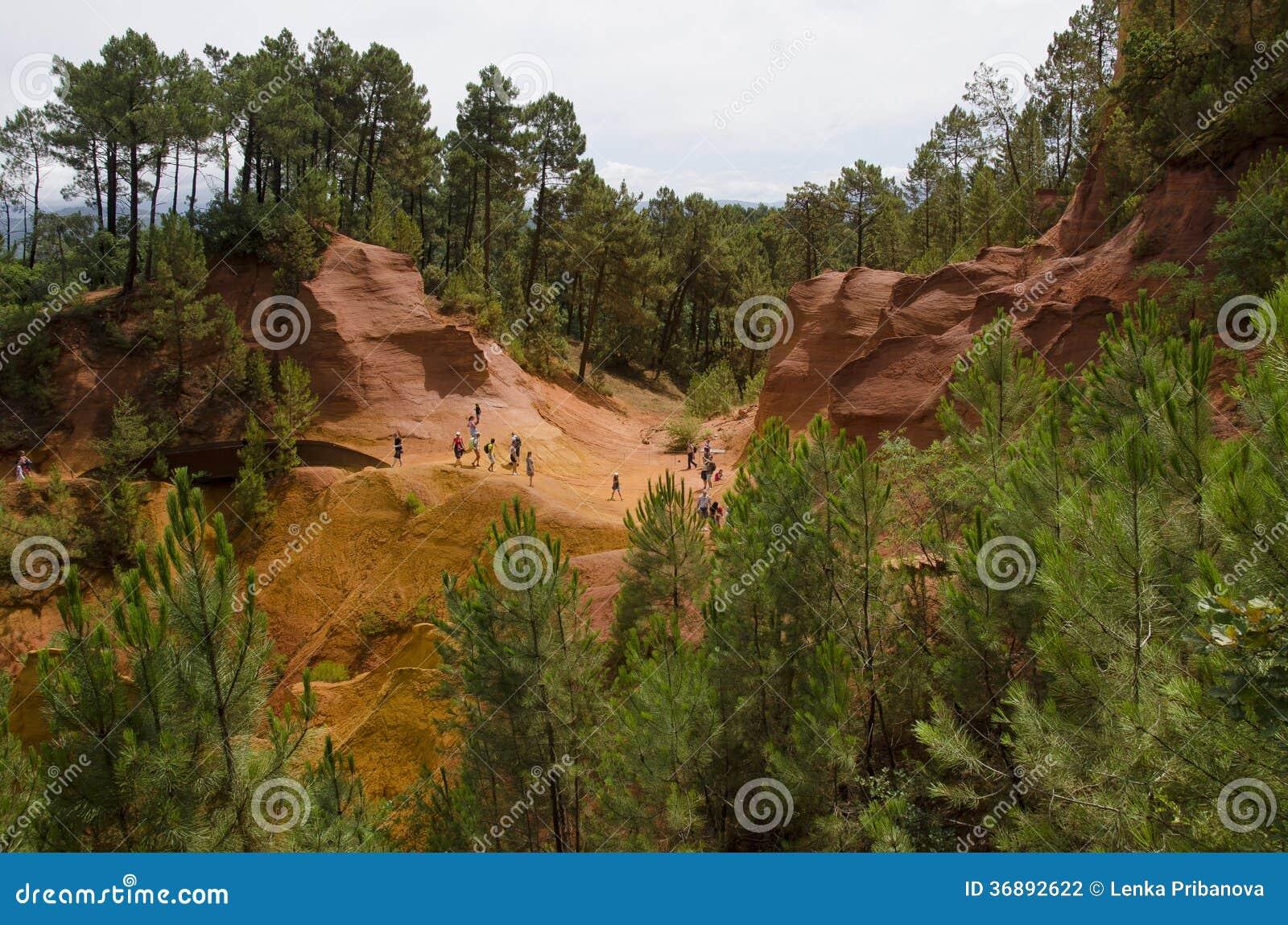 Download Villaggio Rosso, Area Dell'arenaria In Rousillon, Francia Del Sud, Europa Fotografia Stock - Immagine di zona, viaggio: 36892622