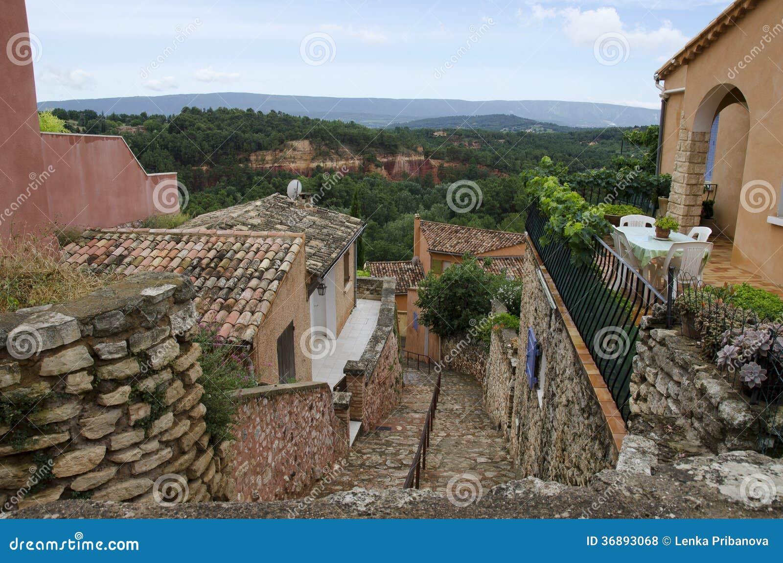 Download Villaggio Rosso, Area Dell'arenaria In Rousillon, Francia Del Sud, Europa Fotografia Stock - Immagine di camminare, arenaria: 36893068